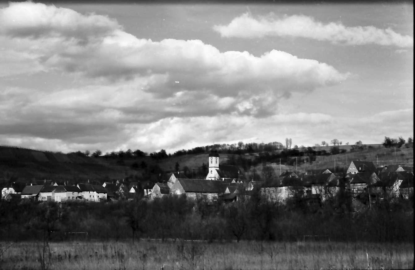 Bad Bellingen: Blick von der Autobahntrasse auf Bad Bellingen, Bild 1