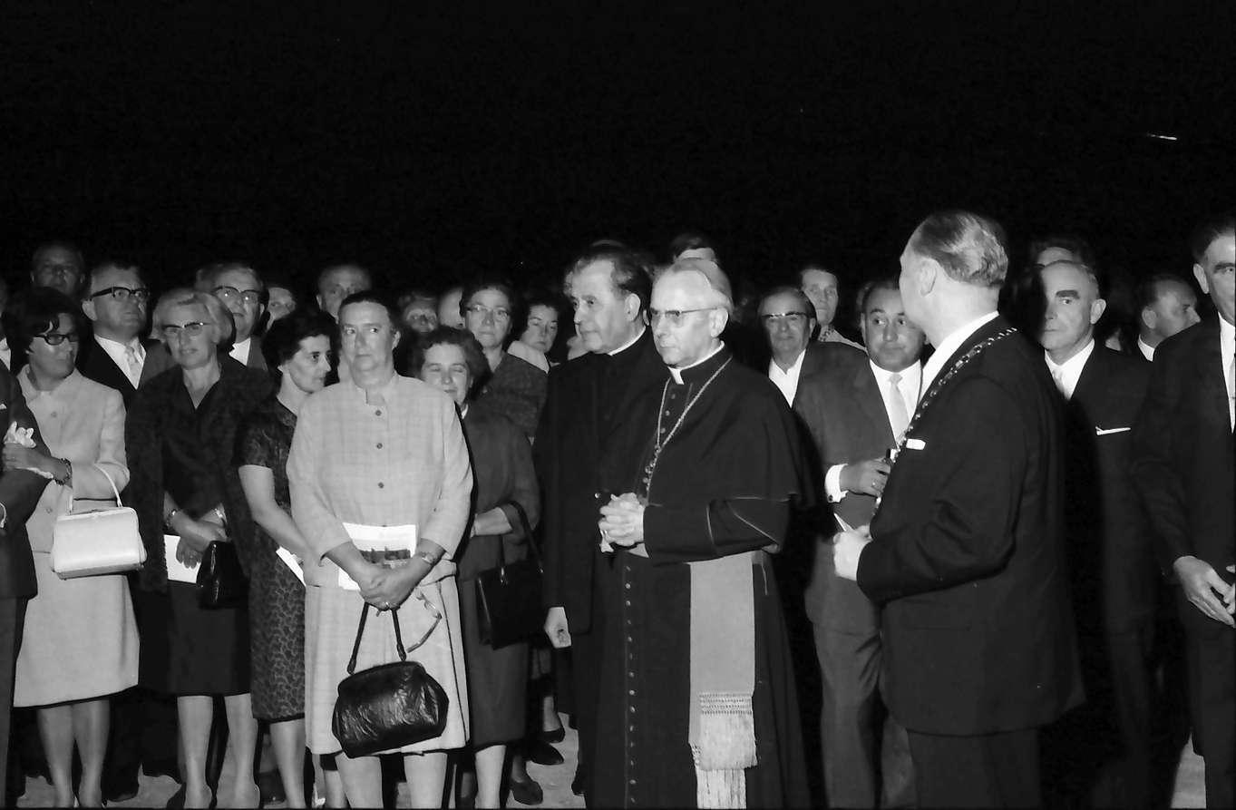 Bad Bellingen: Einweihungsfeier; Taufe der Quellen durch Erzbischof Dr. Schäufele, Bild 1