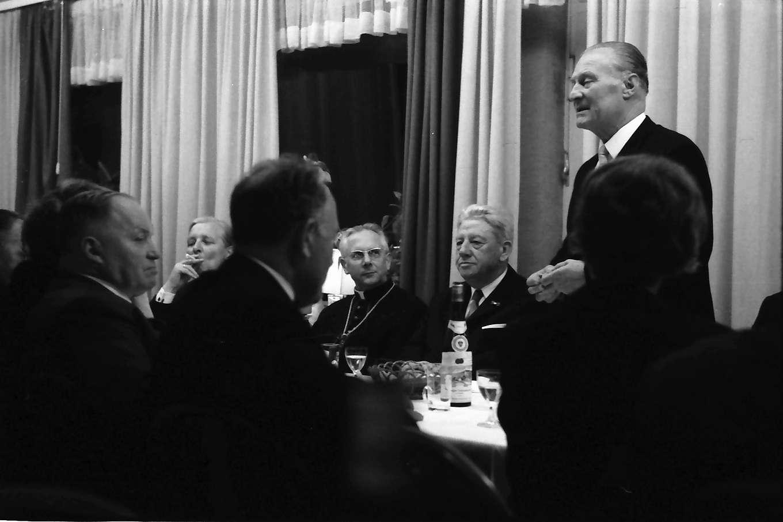 Bad Bellingen: Einweihungsfeier; Tisch mit Gästen; Abendessen im Hotel Markushof, Bild 1