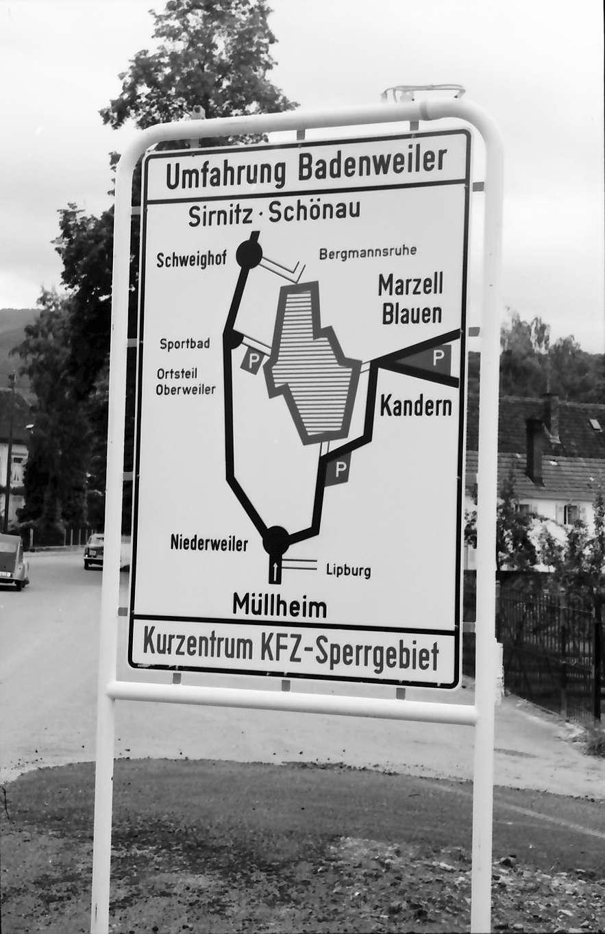 Niederweiler: Hinweisschild zur Verkehrssperre in Niederweiler, Bild 1