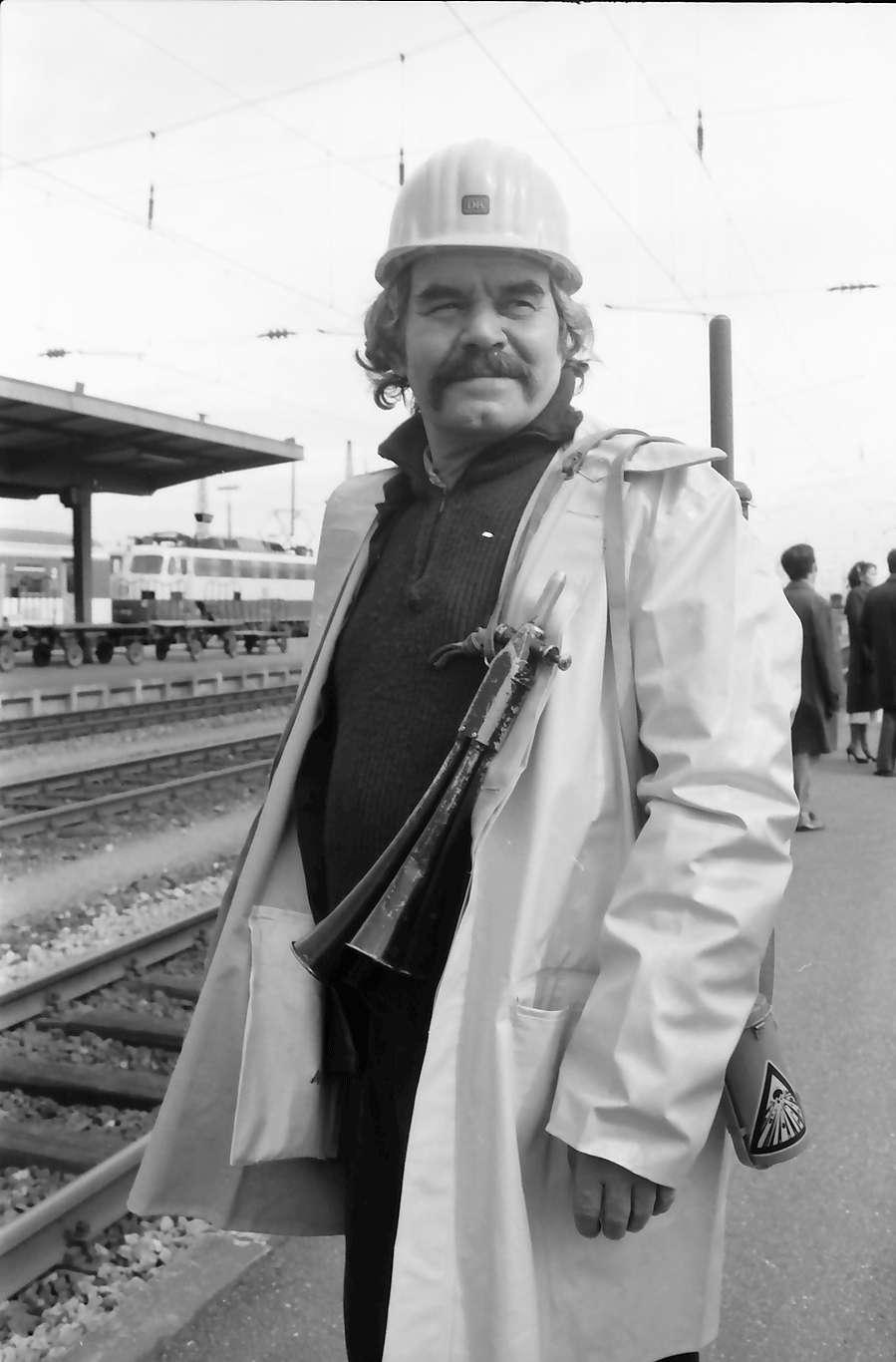 Kehl: Eisenbahner; Porträt mit Helm, Bild 1