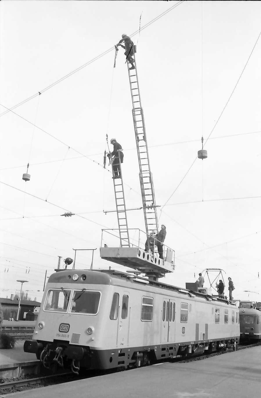 Kehl: Aus- und Einfahren der Hebebühne und Leitern, Bild 1