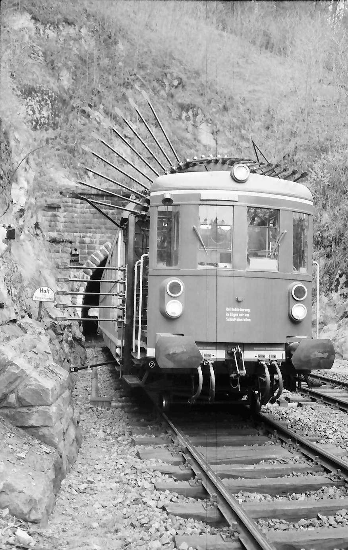 Triberg: Tunnelmesswagen vor dem Tunnel, Bild 1