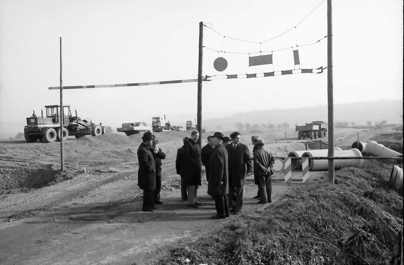 Kenzingen: [wahrscheinlich: Dammaufschüttung für die Überführung über die Rheintalstrecke], Bild 1