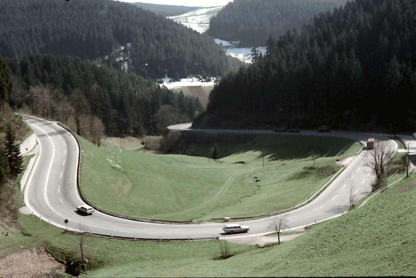 Nussbach: Von der oberen Schwarzwaldbahn auf B 33; Kurve bei Nussbach, Bild 1