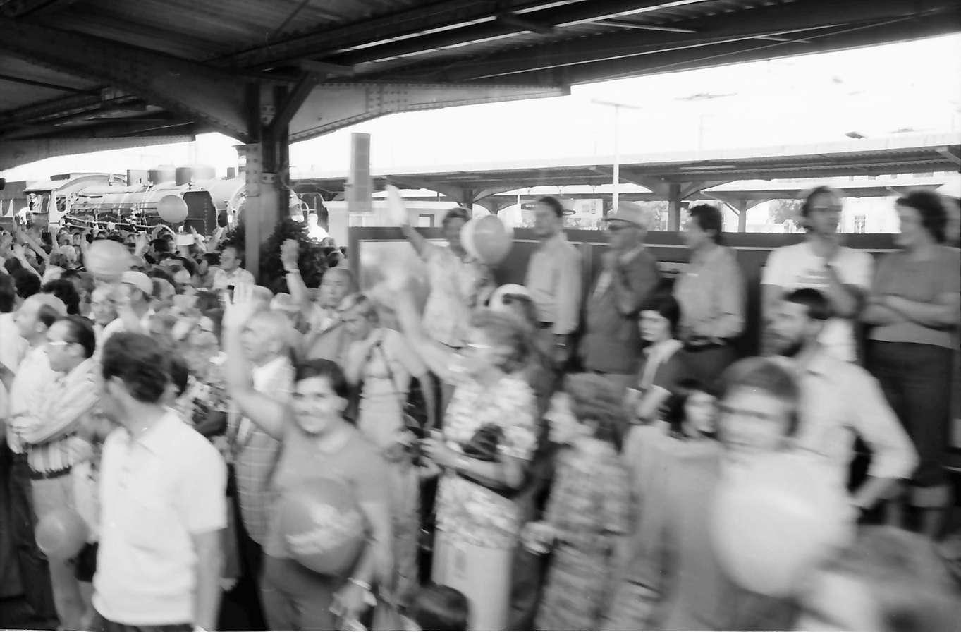 Villingen: Gäste auf dem Bahnsteig, Bild 1