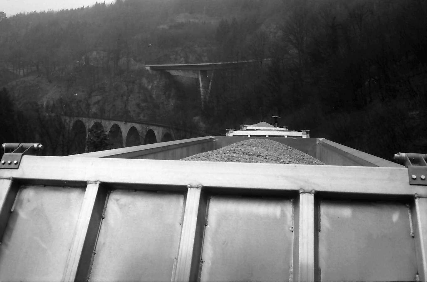 Gernsbach: Containerzug auf Fahrt durchs Murgtal, Bild 1