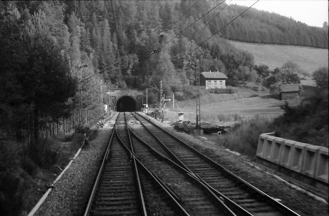 Triberg: Tunnelstrecke bei Triberg [wohl Blick vom Obergieß-Tunnel auf den Hippensbach-Tunnel], Bild 1