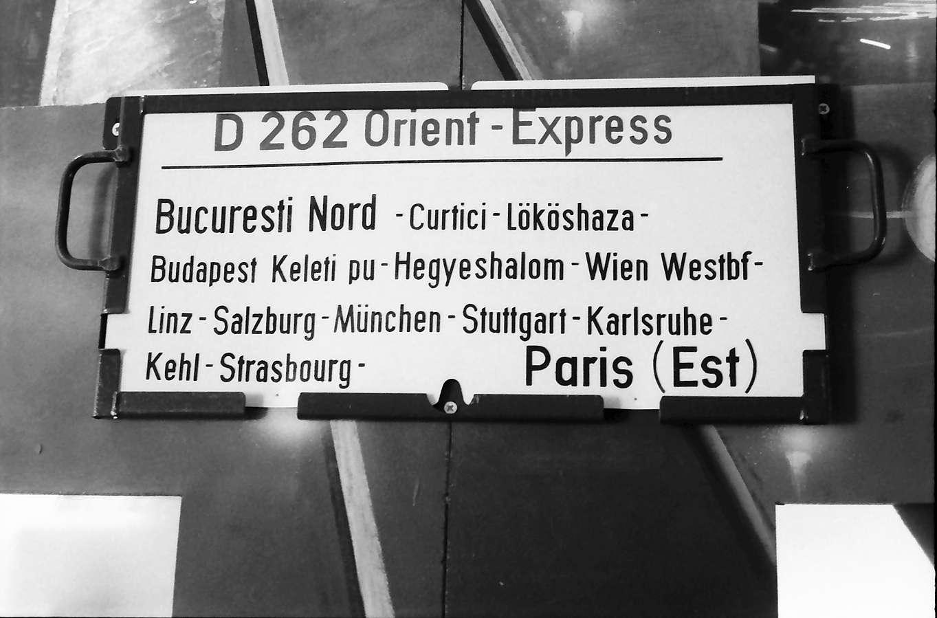 Rust: Waggonschild: Orient Express; Bucuresti Nord - Karlsruhe - Paris Est, Bild 1