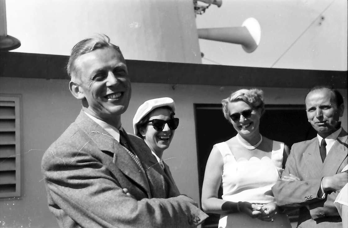 Schiffahrt zur Insel Mainau: Auf dem Schiff; Gruppe mit Adolf Butenandt, Frau Butenandt, ?, ?, Bild 1