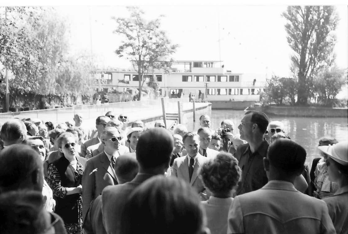 Insel Mainau: Empfang des Prinzen auf der Insel Mainau: Graf Lennart Bernadotte führt die Gäste in den Park, Bild 1