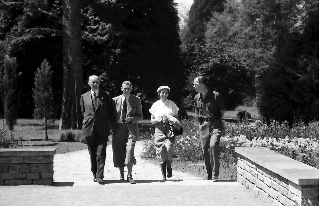 Insel Mainau: Aufnahmeapparat: Gerhard Domagk, Adolf Butenandt, Frau Butenandt, Graf Lennart Bernadotte, Bild 1