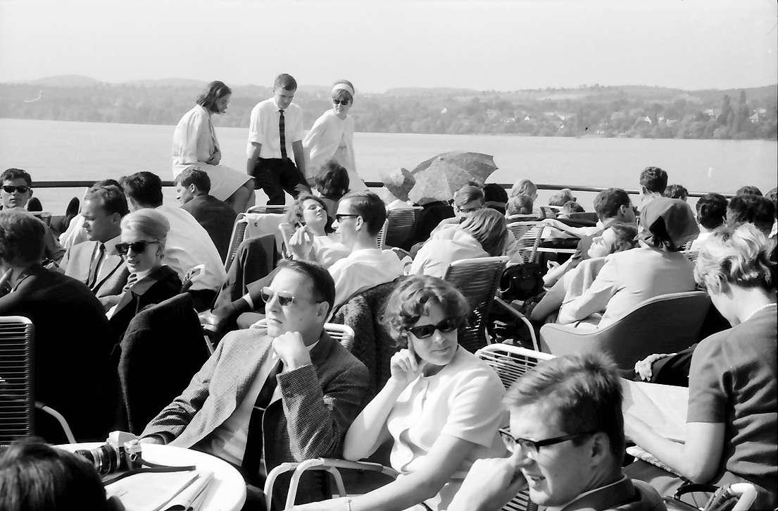 16. Tagung 1966 Mediziner; Straße in Meersburg: Wiss. Nachwuchs auf dem Achterdeck, Bild 1