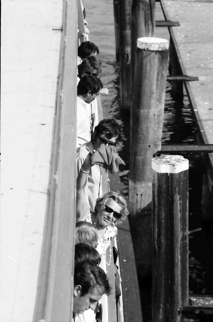 26. Tagung 1976 Physiker; Aufbruch zur Mainau: Vom Oberdeck nach unten: unter anderem Frau Pragher, Bild 1