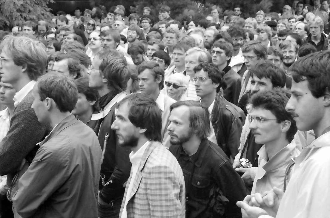 35. Tagung 1985 Physik; Mainau: Blick über die Menge des Publikums, Bild 1