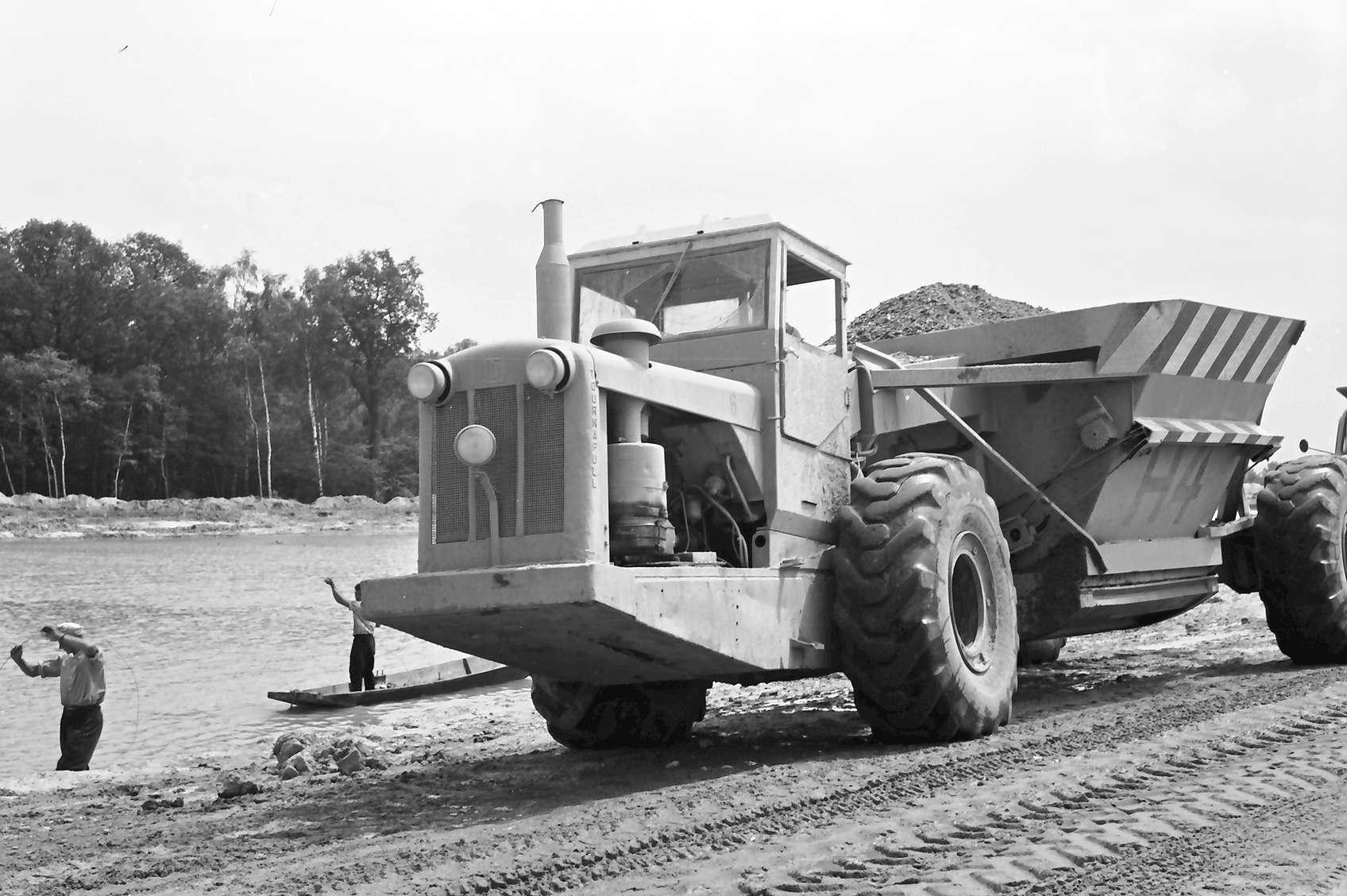 Achern: Materialtransporter; Hintergrund See, Bild 1