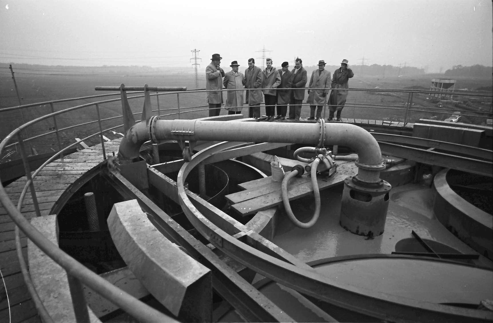 Renchen: Gruppe auf dem Entnahmeturm bei Renchen, Bild 1