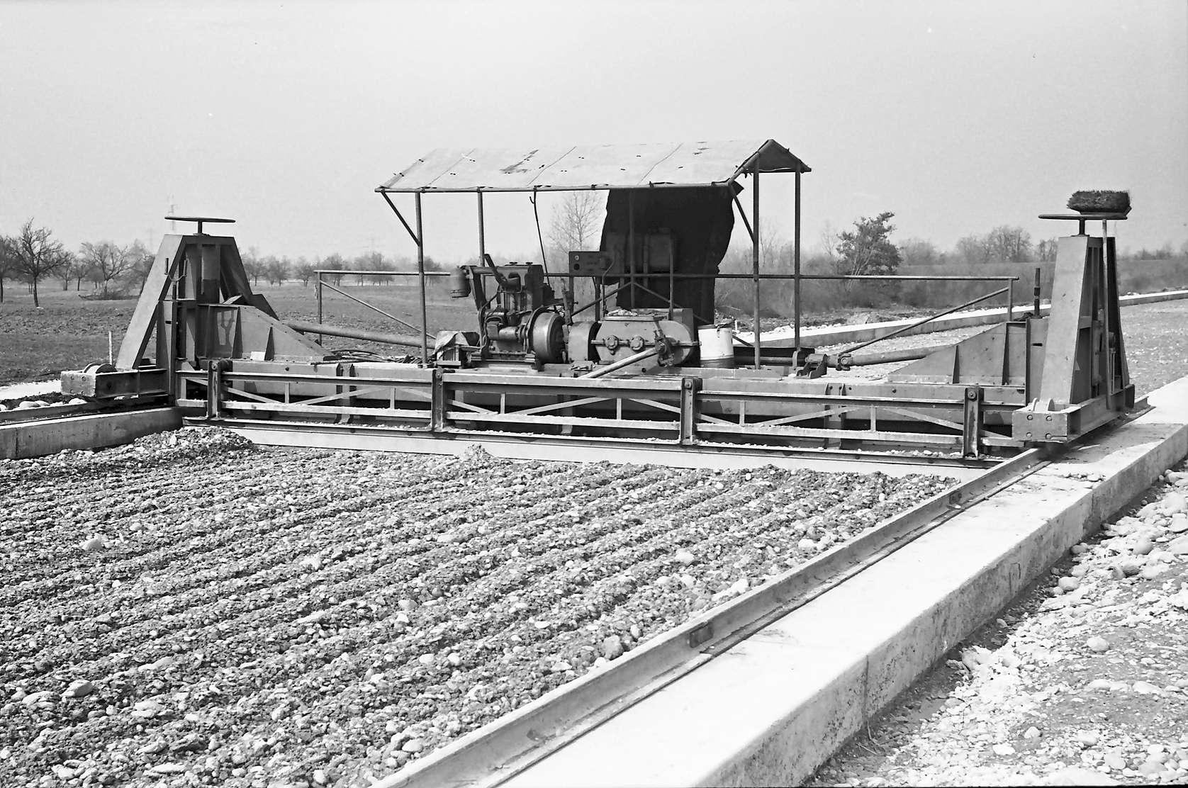 Istein: Planiermaschine für Deckenbau, Bild 1