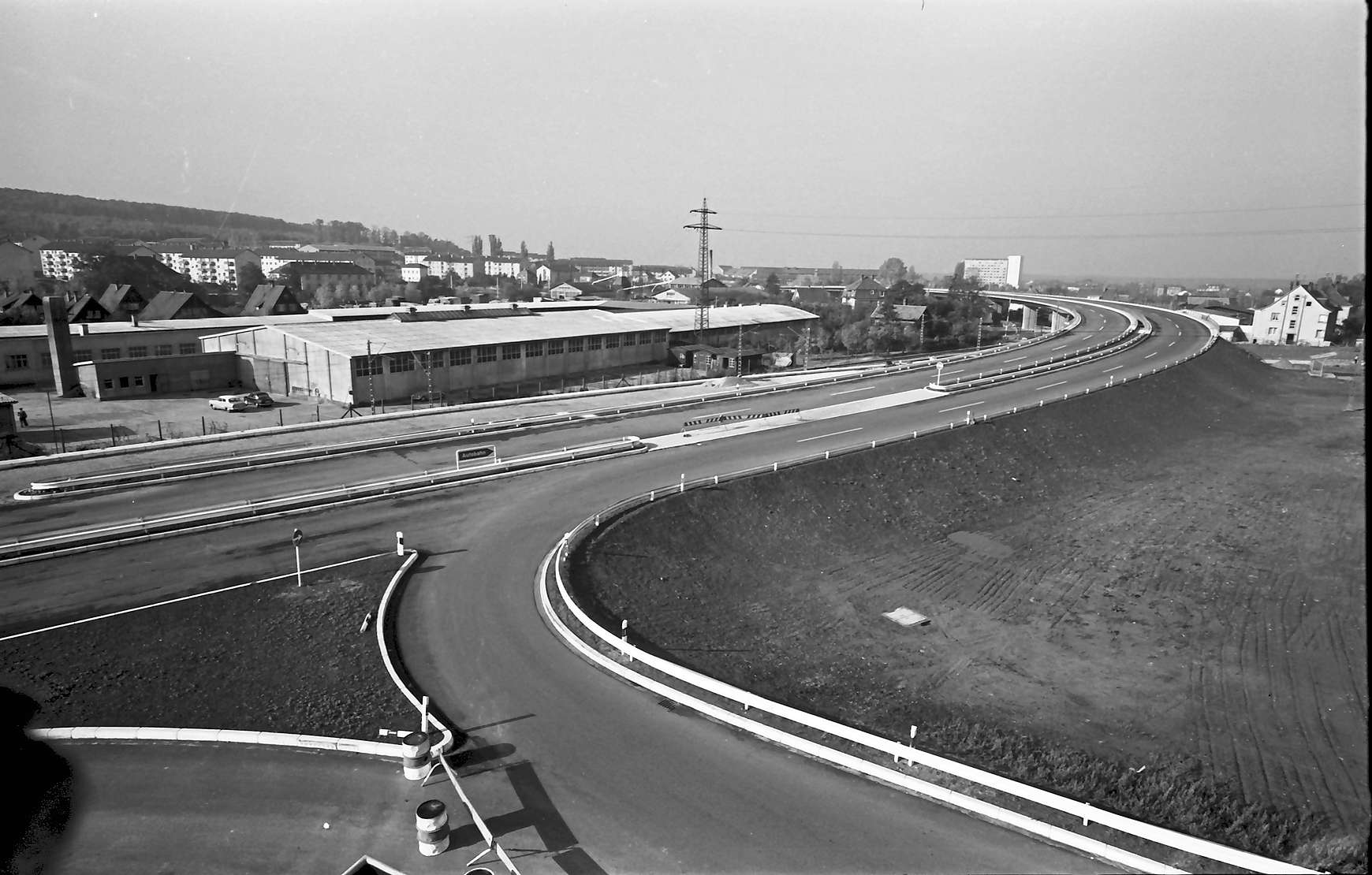 Baden-Oos: Autobahnzubringer; Auffahrt Ostseite; vom Dach der Druckerei Wesel, Bild 1