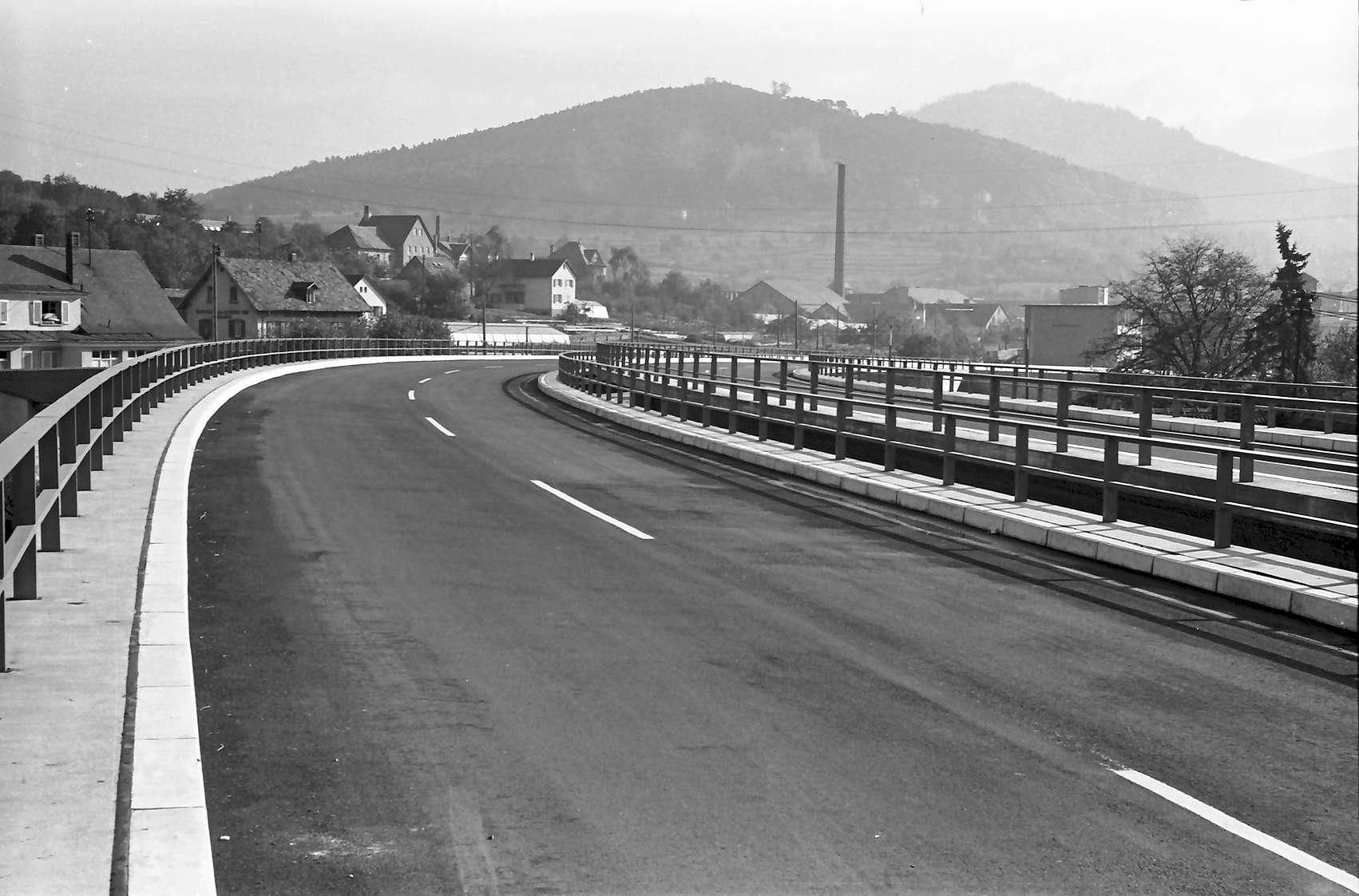 Baden-Oos: Autobahnzubringer; Auffahrt Ostseite; Blick von der Rampe nach Norden, Bild 1