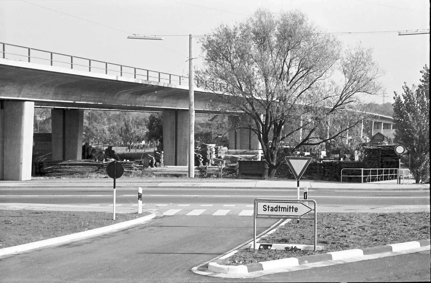 Baden-Oos: Gesamtansicht der Rampe mit Straße im Vordergrund, Bild 1