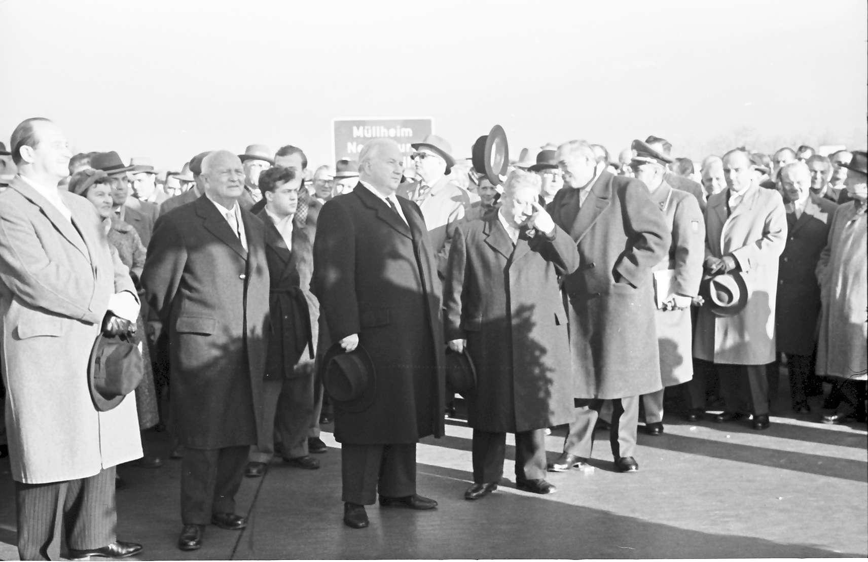 Neuenburg: Eröffnung der Strecke Neuenburg - Märkt; Gruppen; während der Ansprache, Bild 1