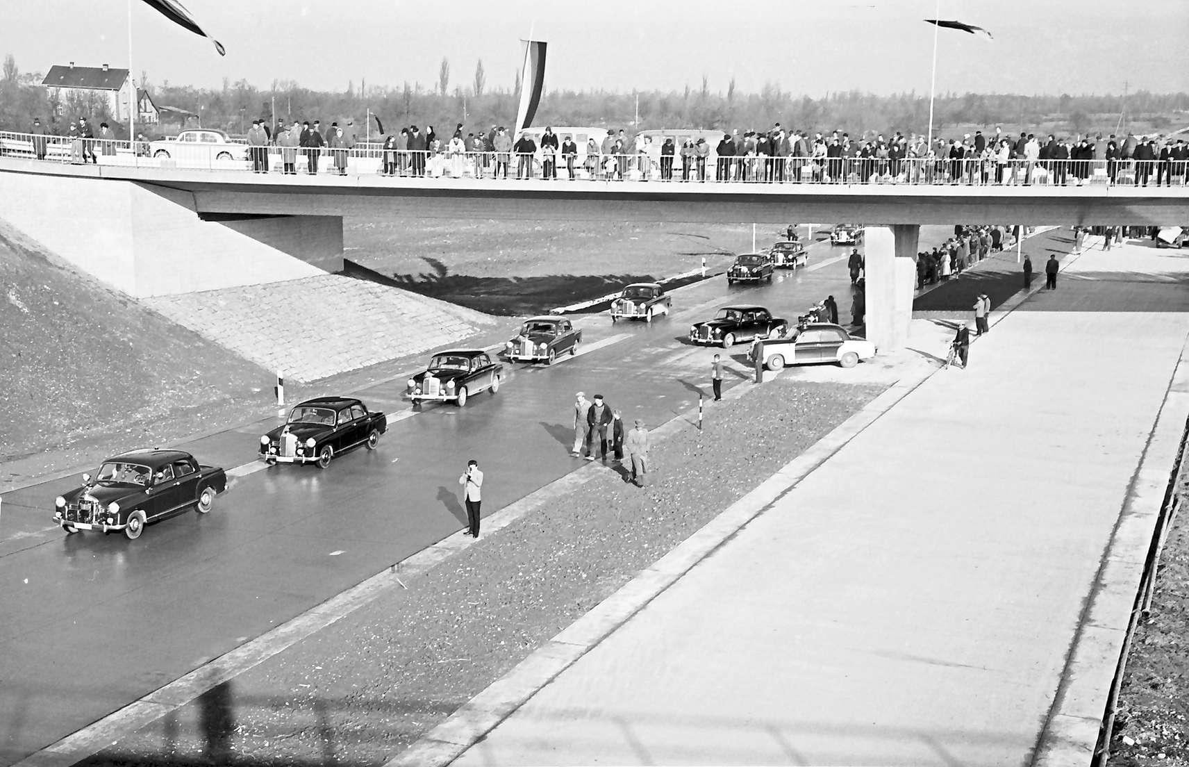 Neuenburg: Eröffnung der Strecke Neuenburg - Märkt; Abfahrt der Wagenkolonne (von oben), Bild 1