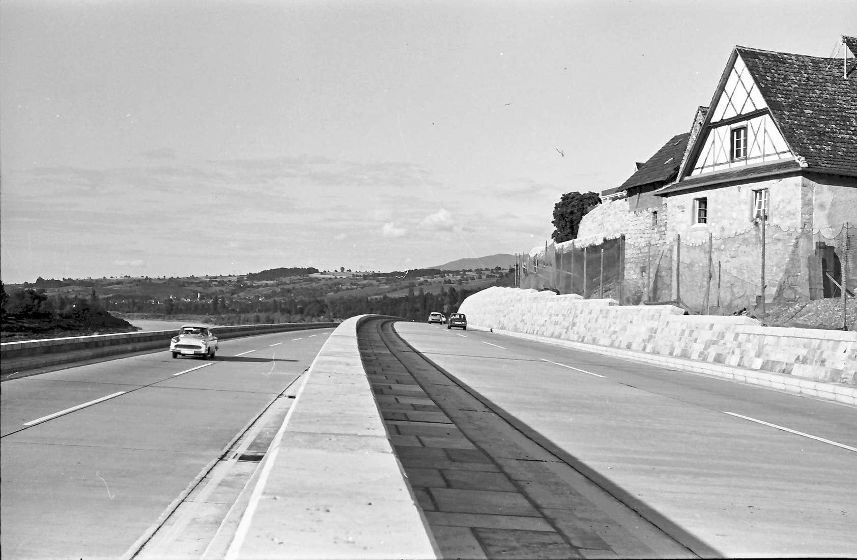 Rheinweiler: Autobahnbauwerk Doppelrampe; Ansicht von Süden mit Stützmauer, Bild 1