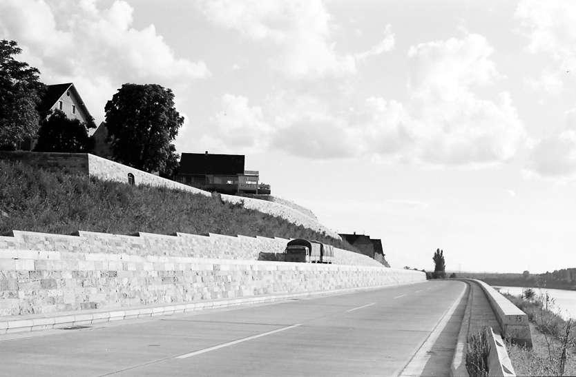 Rheinweiler: Autobahnbauwerk Doppelrampe; Blick von Norden, Bild 1