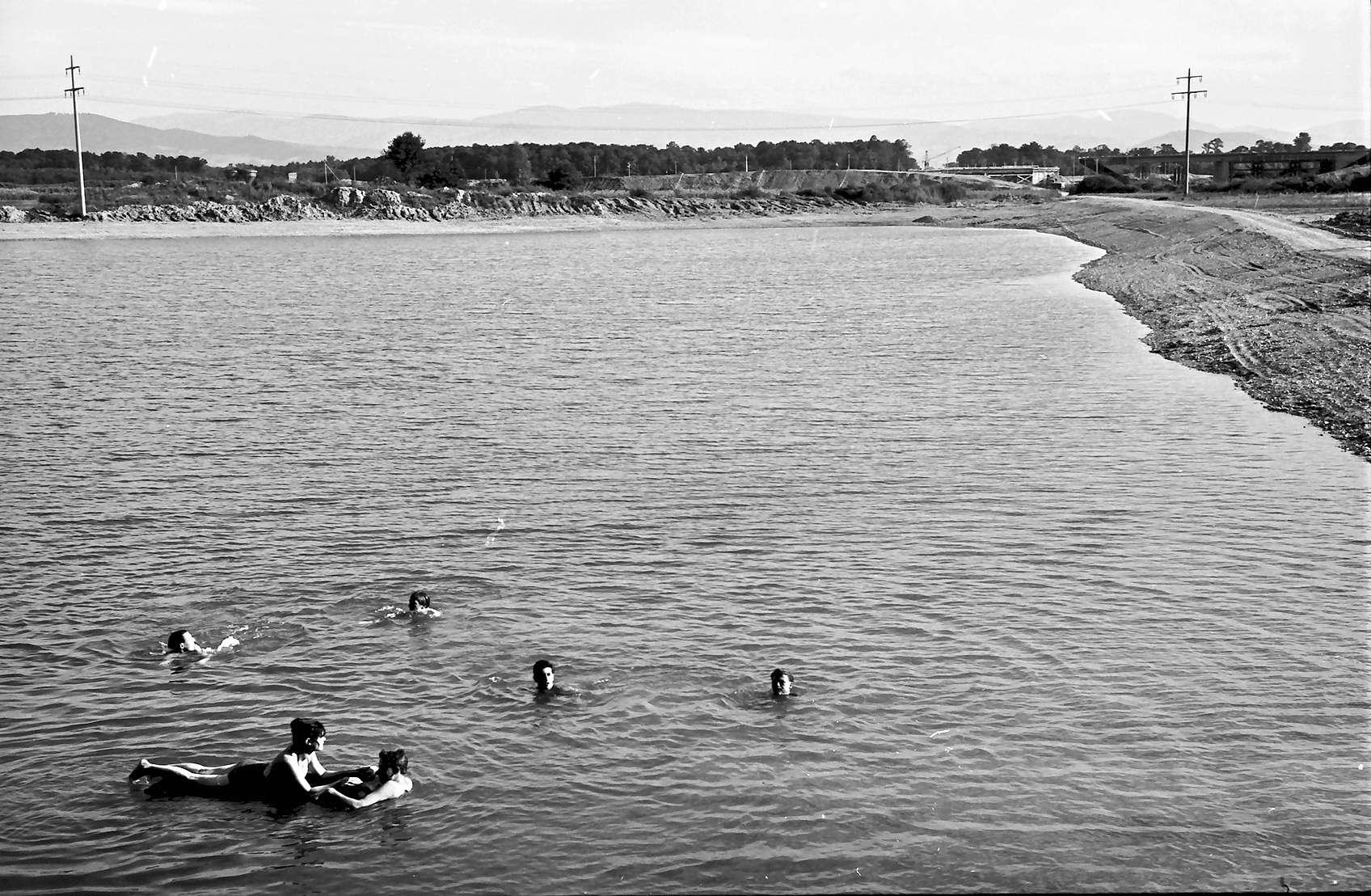 Riegel: Baggersee mit Badenden bei Riegel, Bild 1