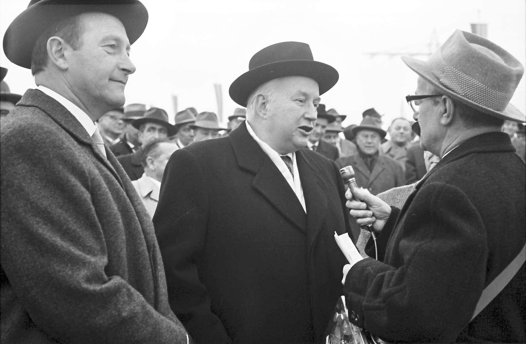 Riegel: Bei der Autobahneröffnung: Minister Filbinger, Verkehrsminister Seebohm; Reihe der Ehrengäste, Bild 1