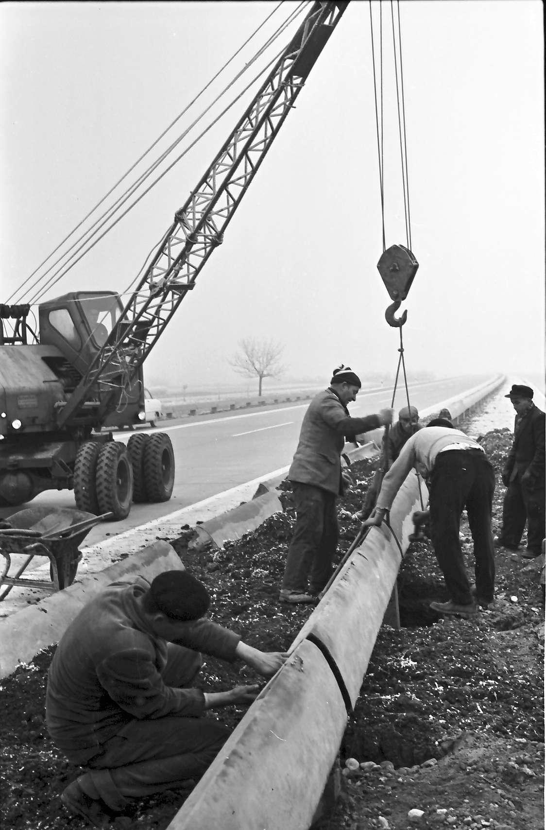 Ettenheim: Versetzen von Betonleitplanken, Bild 1