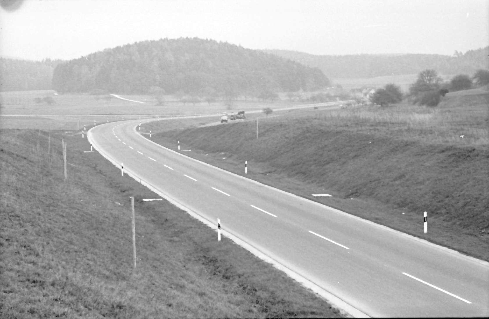Allensbach: Umgehungsstraße von der Brücke nach Norden; ohne Verkehr, Bild 1