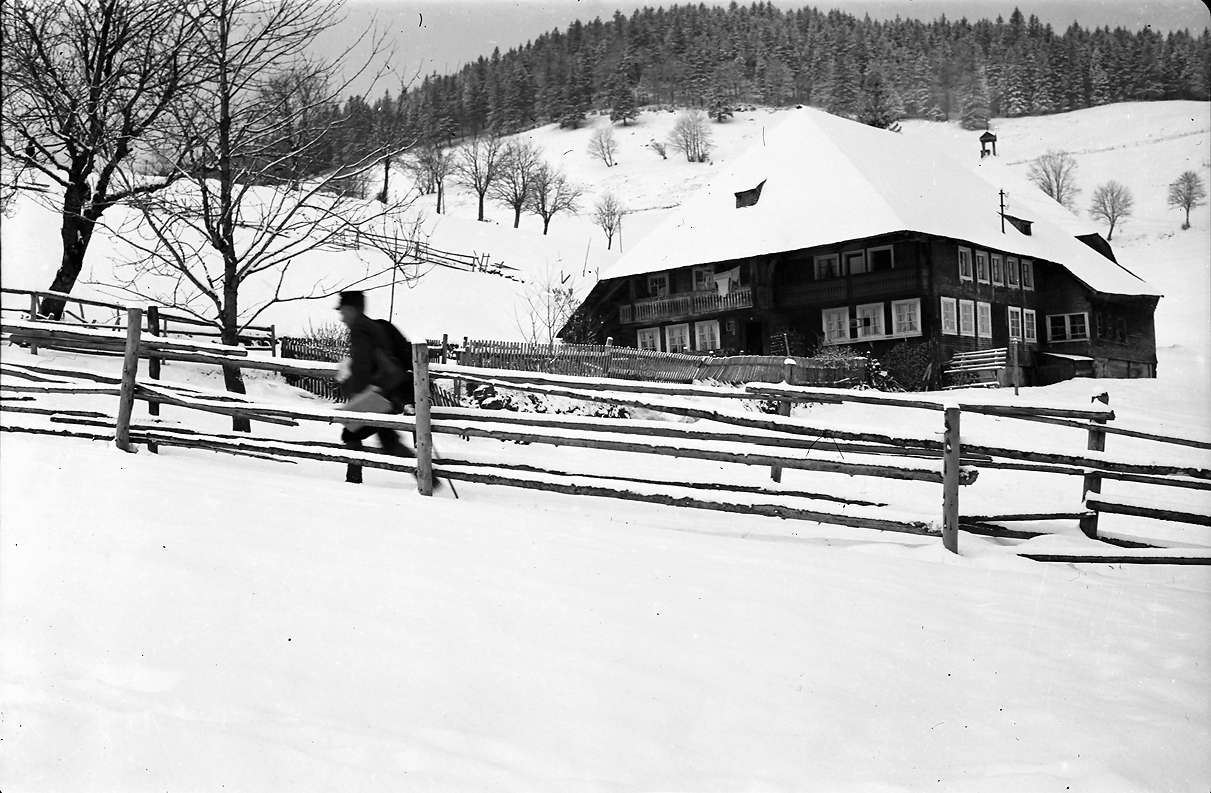 Todtnauberg: Briefträger im Schnee, Bild 1