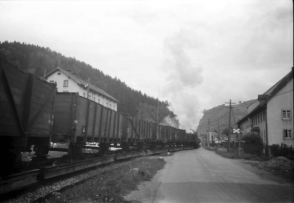 Schönau: Wiesental-Kleinbahn am Bahnübergang bei Schönau, Bild 1