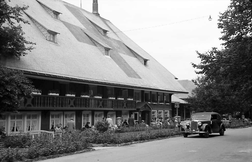 Hinterzarten: Gasthaus zum Adler; Frontansicht, Bild 1