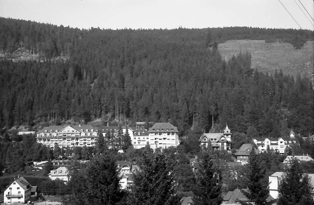 St. Blasien: Sanatorium von der gegenüberliegenden Höhe, Bild 1