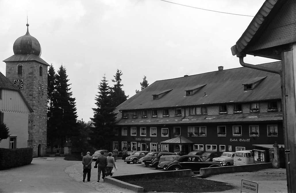 Schluchsee: Kirchturm und Hotel Schiff, Bild 1