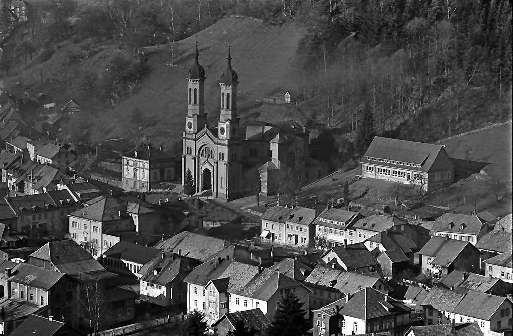 Todtnau: Blick auf Kirche und Kinderheim vom Hasenhorn, Bild 1