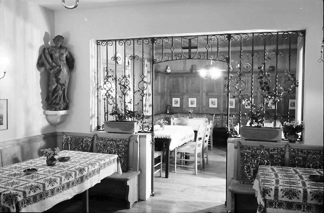 Glottertal: Gasthaus zum Hirschen; Nische mit eisernem Gitterwerk, Bild 1