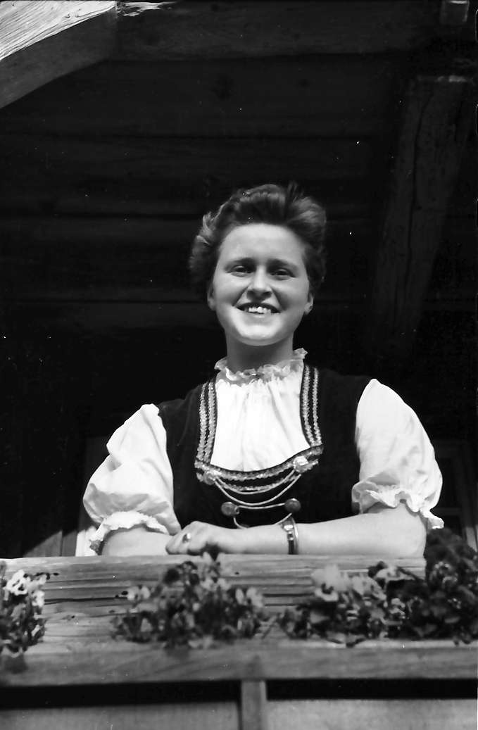 Glottertal: Ortrud Frey in Schwarzwaldtracht, Bild 1