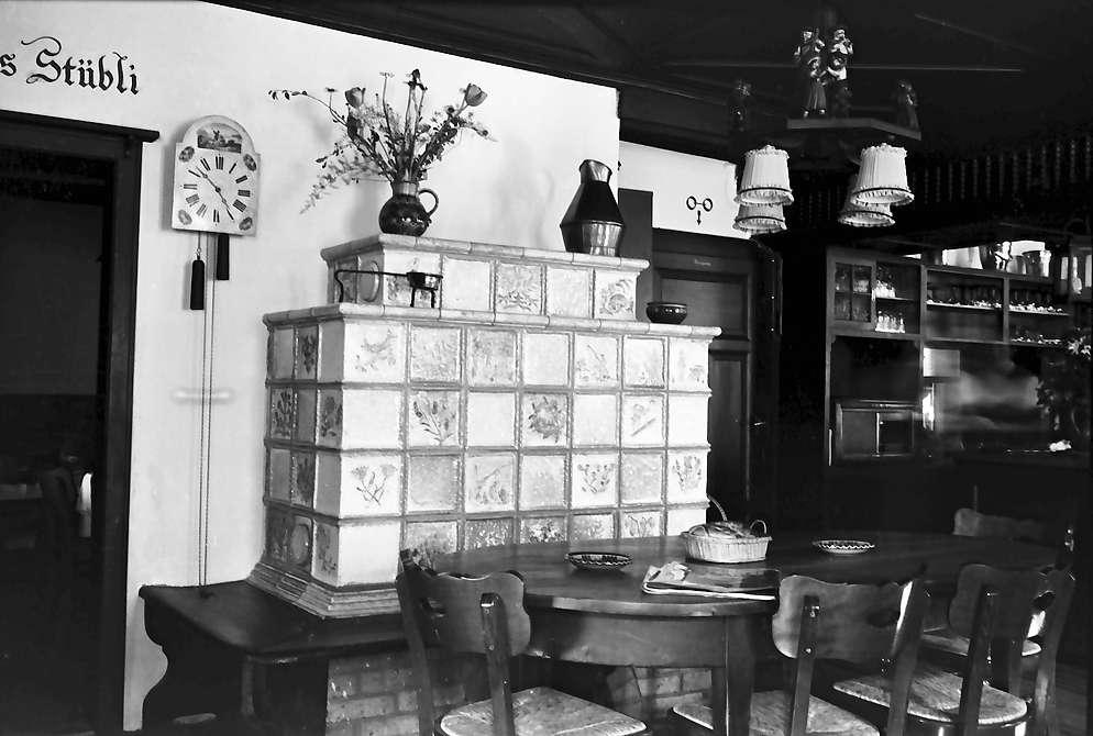Glottertal: Gasthaus zum Adler; Kachelofen, Bild 1