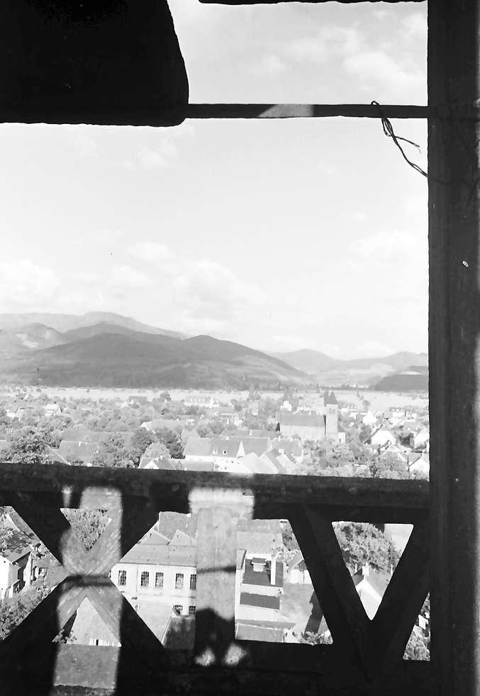 Denzlingen: Durchblick durch Kirchturmgeländer; Richtung Glottertal, Bild 1