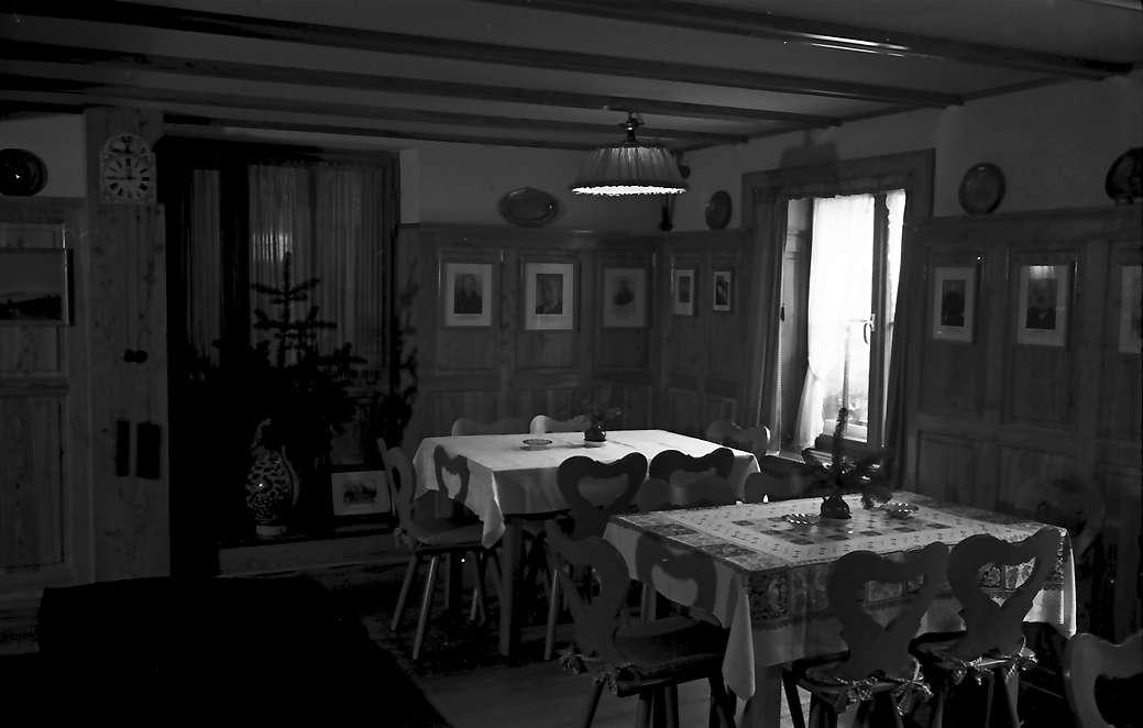 Oberprechtal: Gasthaus Adler; Gaststube Ecke mit einem Fenster, Bild 1