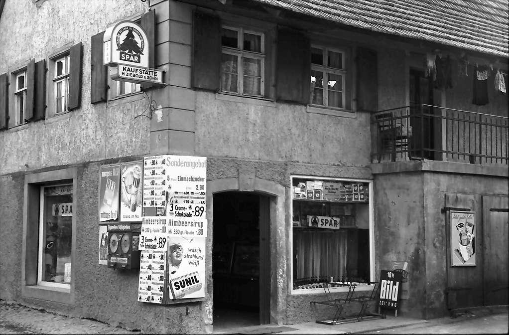 Vörstetten: Laden mit verschandelnden Reklameschildern, Bild 1