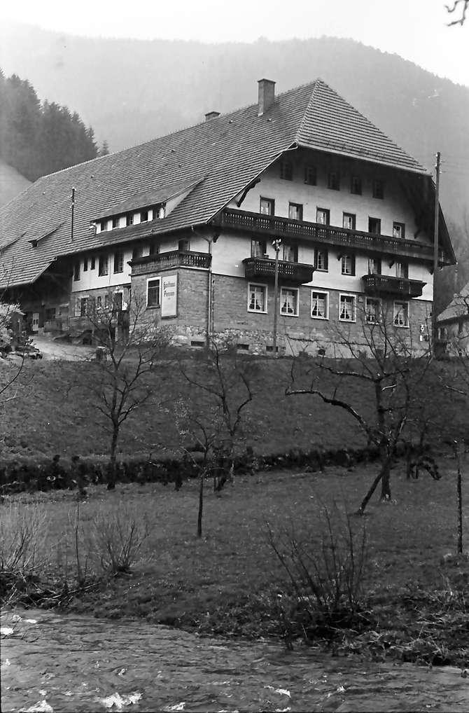 Obersimonswald; Gasthof Engel; Vordergrund Bach, Bild 1