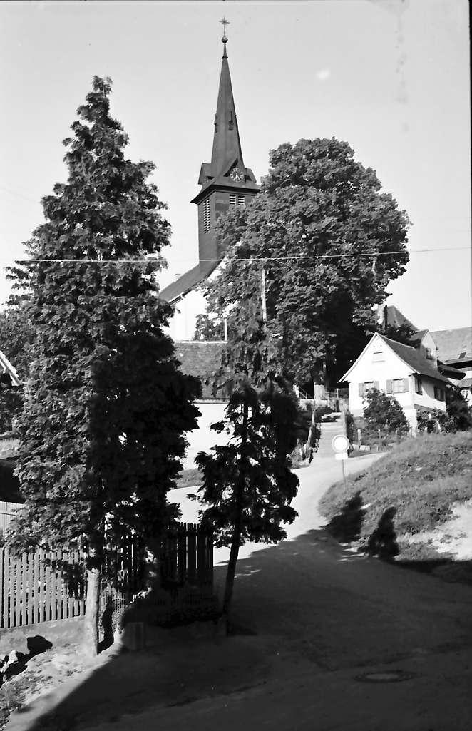 Heuweiler: Kirche auf dem Hügel, Bild 1