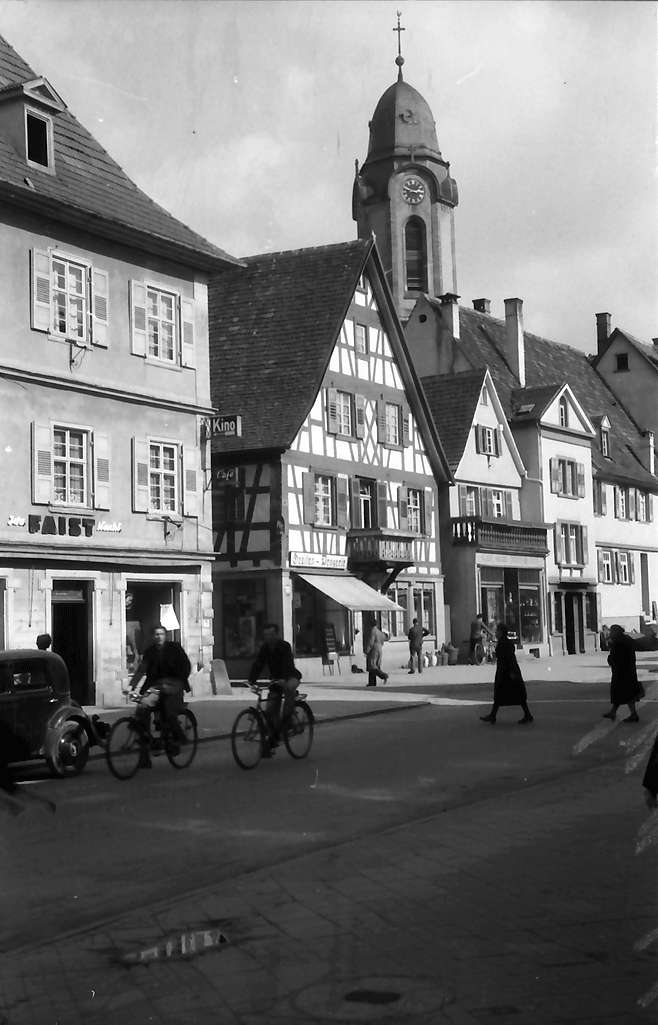 Oberkirch: Straße mit Kirchturm, Bild 1