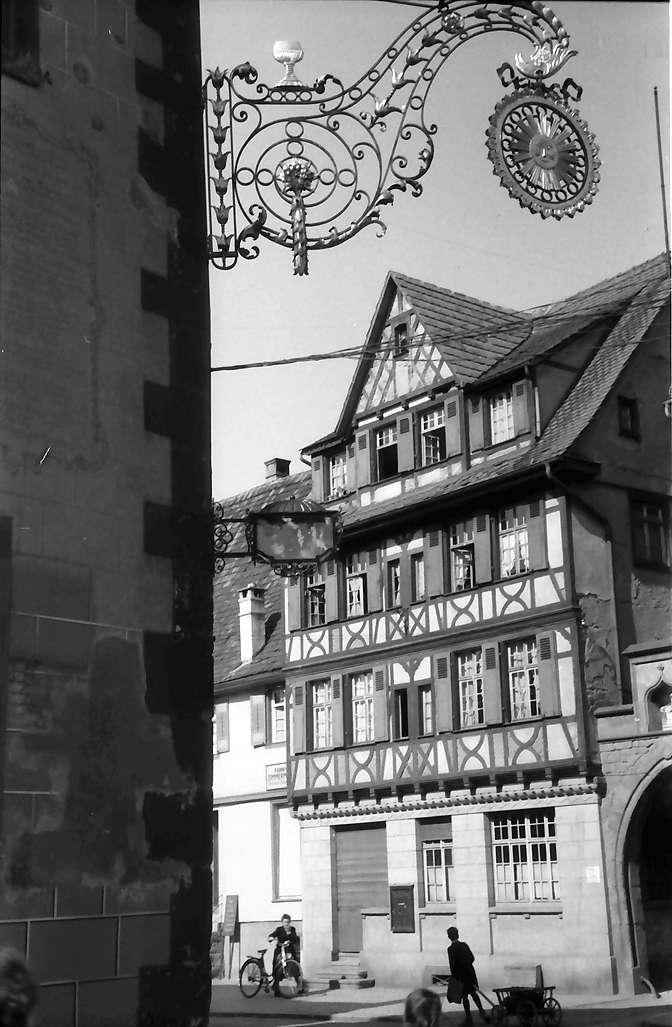 Oberkirch: Aushängeschild am Gasthaus zur Sonne, Bild 1