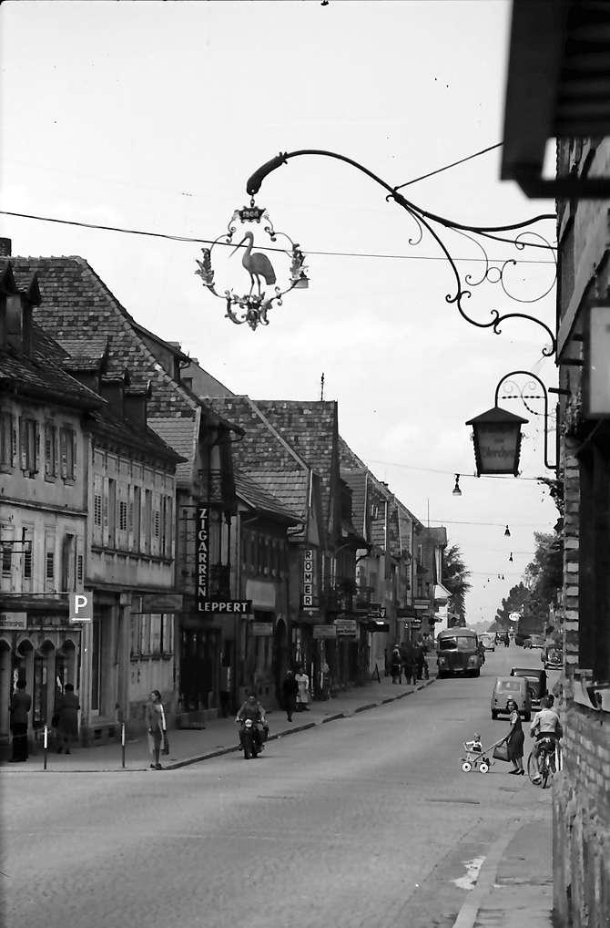 Bühl: Hauptstraße mit Aushängeschild, Bild 1